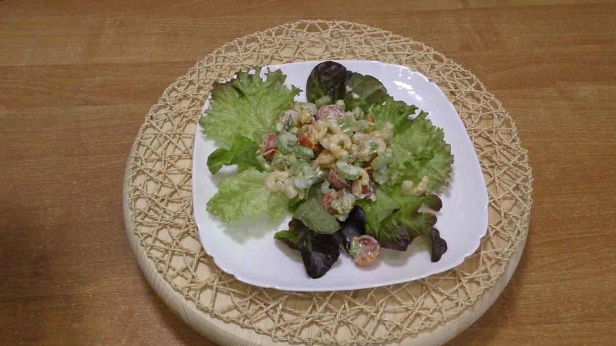salat-iz-krevetok-s-apelsinom