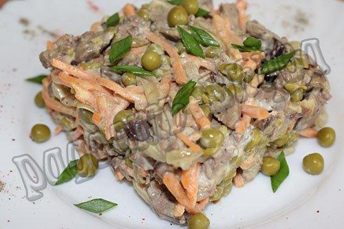 Очень вкусный, теплый салат с куриной печенью