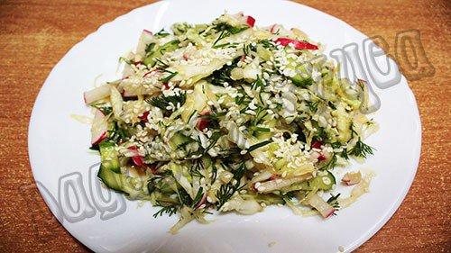 salat-vesennij-s-kunzhutnoj-zapravkoj