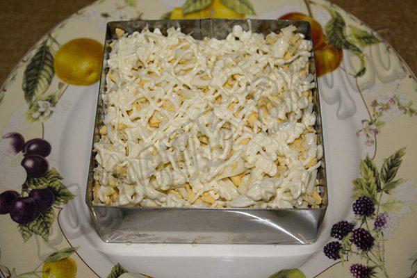 Салат с картофельной стружкой