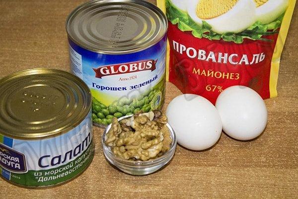 Салат с морской капустой яйцом и горошком