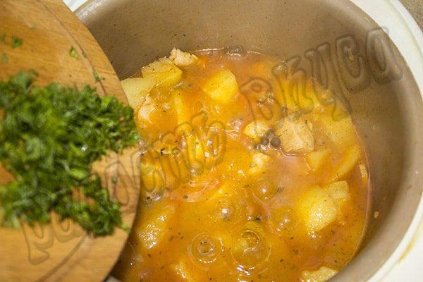 Тушеный картофель с курицей в мультиварке