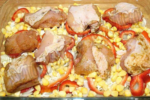Куриная грудка с картофелем и овощами в духовке
