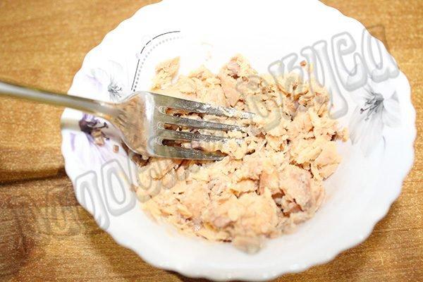 Салат из горбуши слоеный