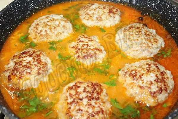 Вкусные тефтели в томатном соусе