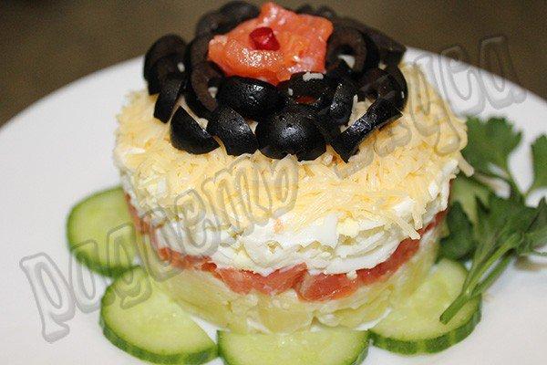 Слоеный салат из семги с сыром #1