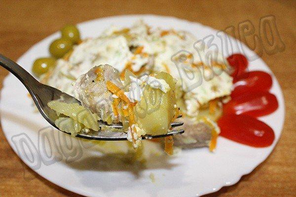 Запеченная картошка с мясом в сметанном соусе