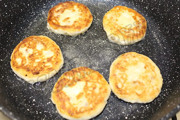 Вкусные сырники с изюмом