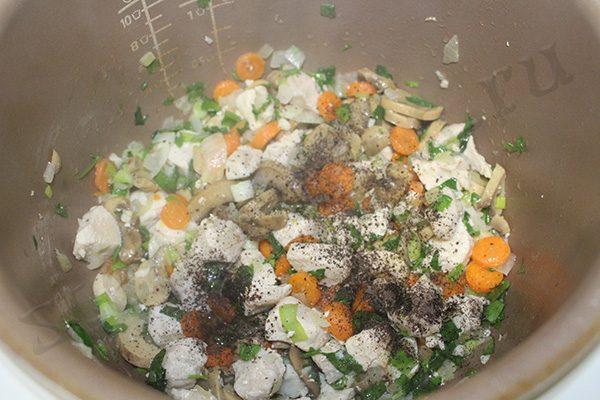 Рис с курицей и грибами в мультиварке