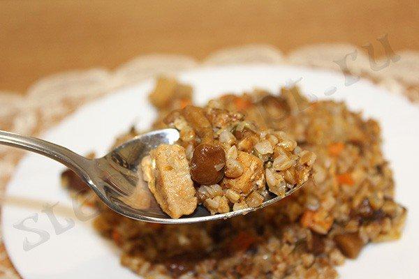 Гречка по-купечески с грибами и мясом в мультиварке