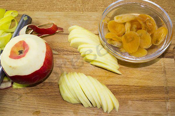 Шарлотка с тыквой и яблоками