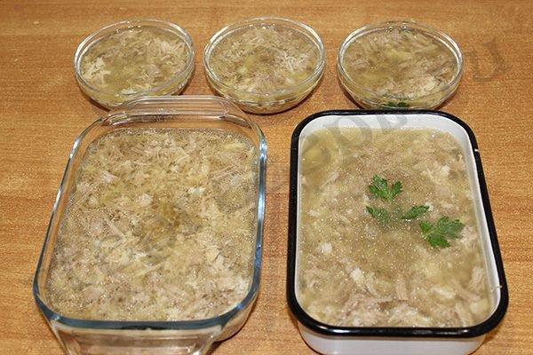 Приготовление холодца из свиных ножек и курицы