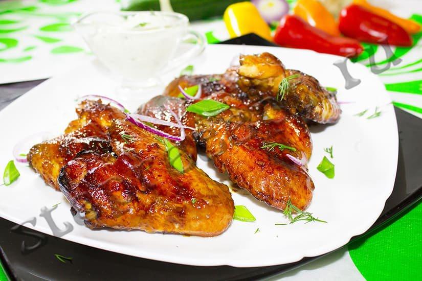 Куриные крылышки в медово-соевом соусе с имбирем