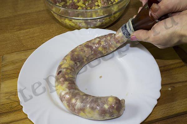 Домашняя колбаса из свинины в кишках