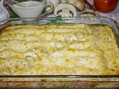 Фаршированные макароны трубочки с фаршем в духовке, с соусом бешамель
