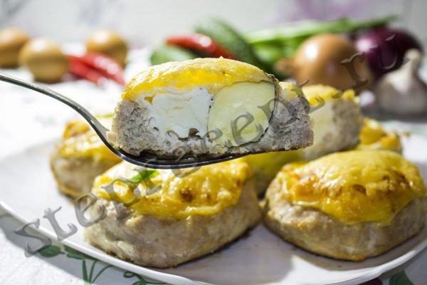 Котлеты в духовке с яйцом и сыром