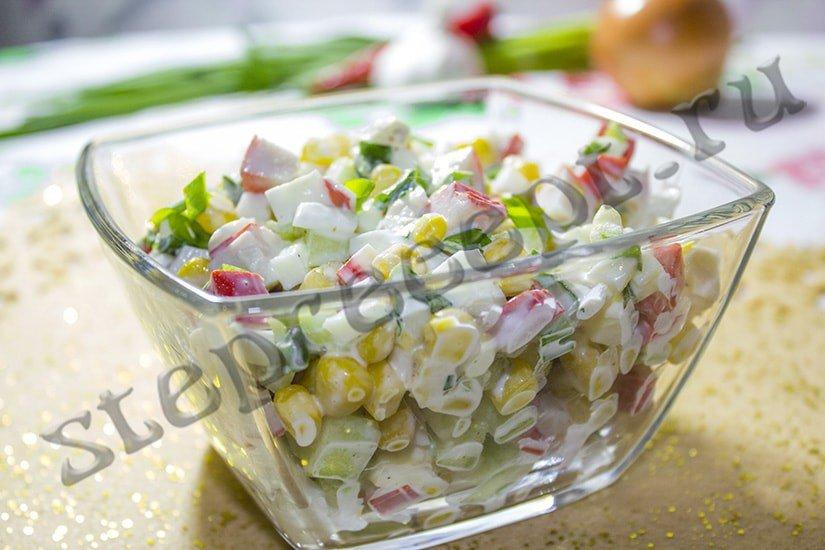 Крабовый салат со свежим огурцом