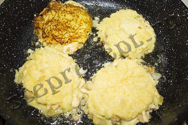 Картофельные драники с грибами и с сыром