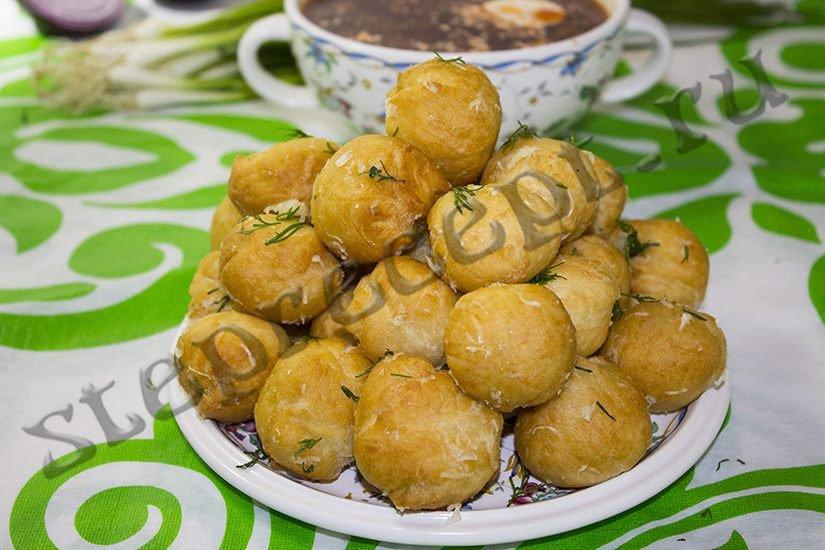 Чесночные пончики во фритюре к борщу