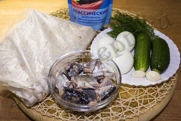 Рулет из лаваша с рыбной консервой