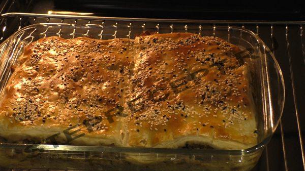 Пирог с фаршем из слоеного теста