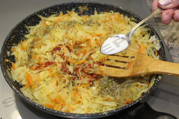 Вкусная жареная капуста на сковороде