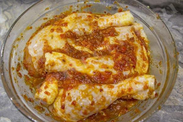 Куриные окорочка в духовке - маринад с аджикой