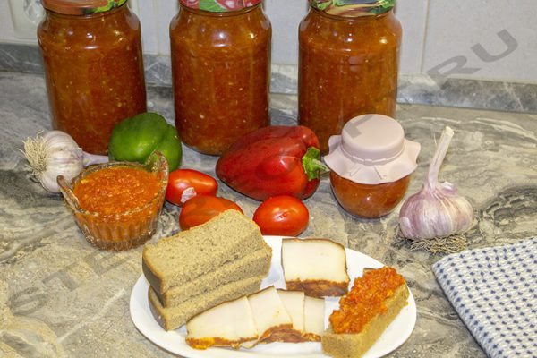 Острая аджика из помидор и перца с яблоками - заготовки на зиму.