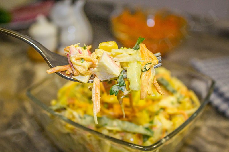 салат с крабовыми палочками и огурцом свежим