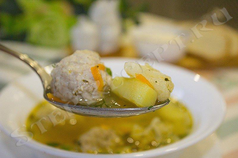 суп с цветной капустой и картошкой