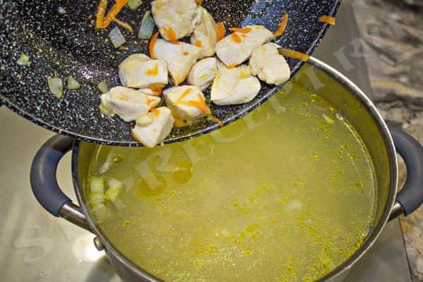 суп из консервированной фасоли с курицей