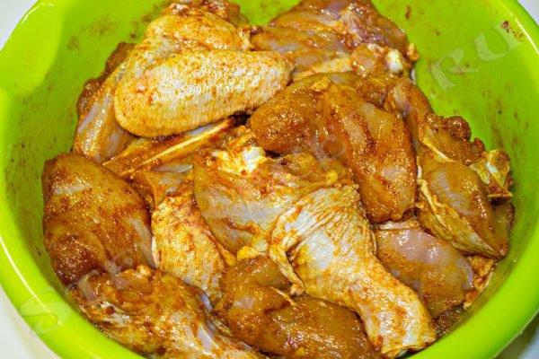 жареная курица с картошкой в духовке