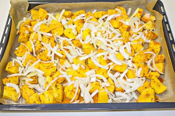 как готовить курицу в духовке с картошкой