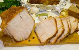 свиная корейка на кости в духовке