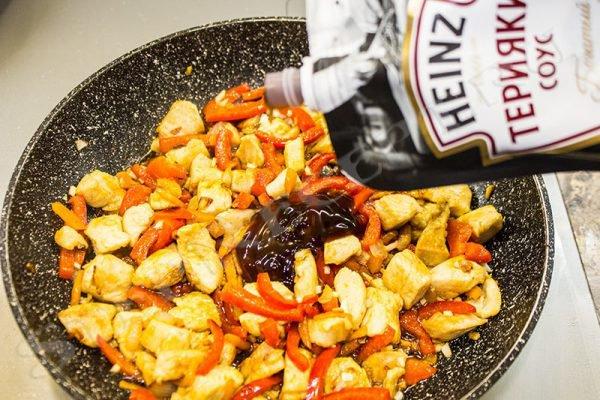 приготовить удон с курицей и овощами дома