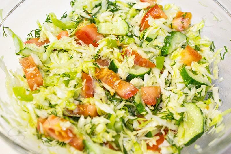салат из свежей молодой капусты
