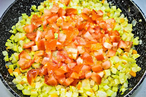 кабачковая икра с майонезом и томатной пастой