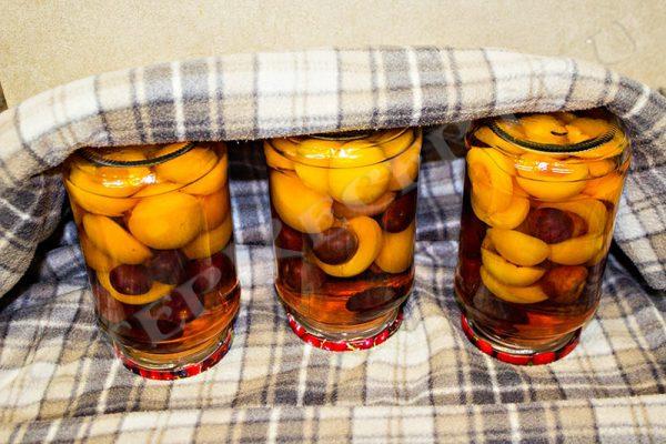 компот из абрикосов и черешни на зиму