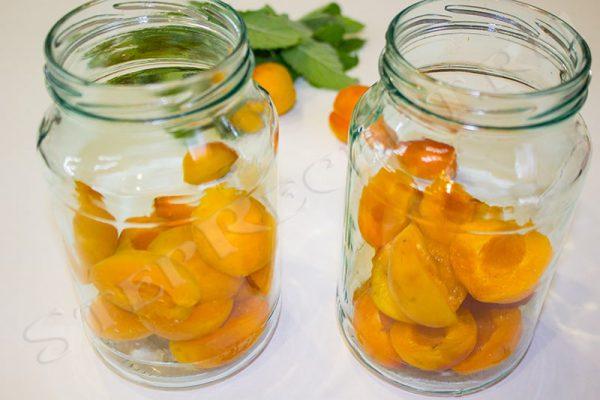 компот из абрикосов и мяты на зиму