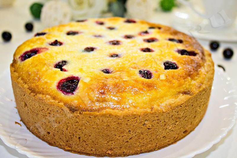 пирог со смородиной и сметанной заливкой