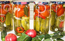 ассорти помидоры и огурцы на зиму