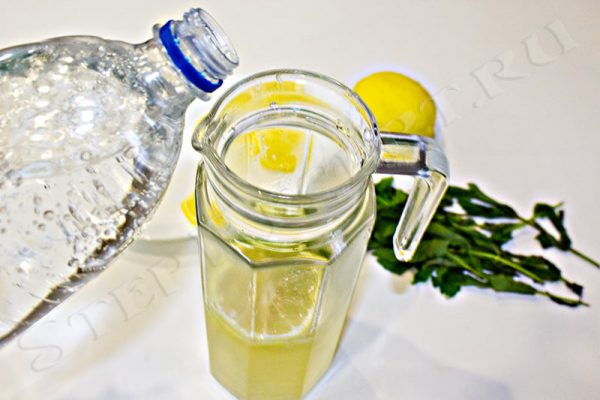 лимонад из минералки и лимона