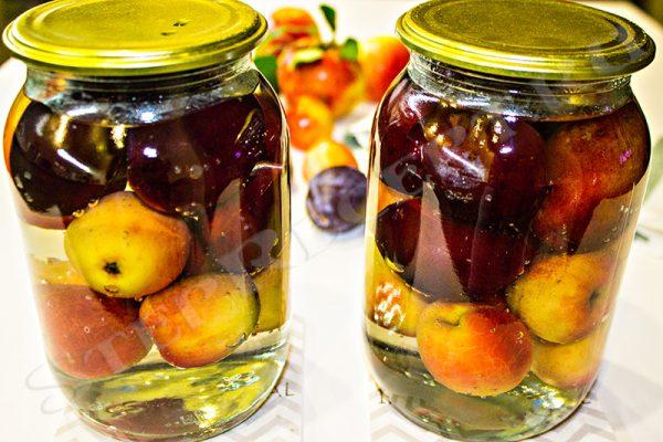 вкусный компот из яблок со сливами