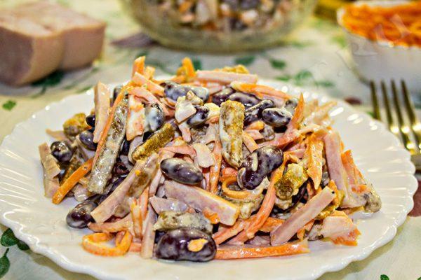 салат с фасолью консервированной красной и колбасой