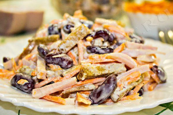 рецепт салата с фасолью консервированной